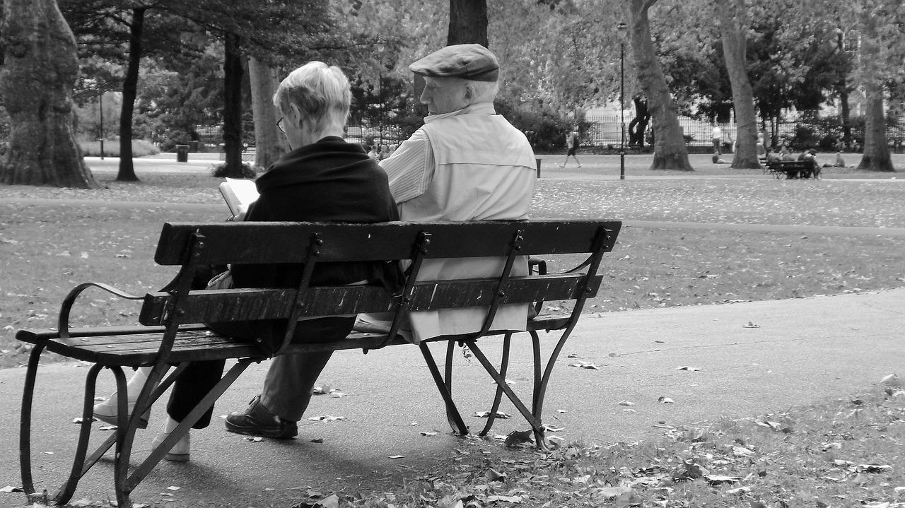 Prywatna opiekunka czy dom seniora? Co wybrać?